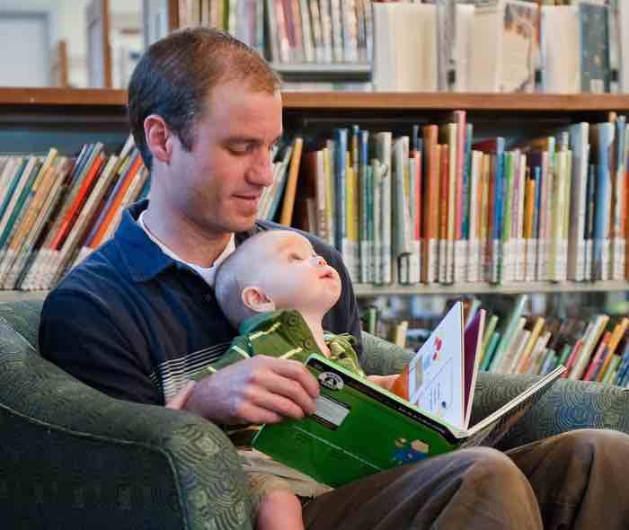 Aprender a leer en casa o en la escuela